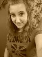 AlexandraRose94's avatar.