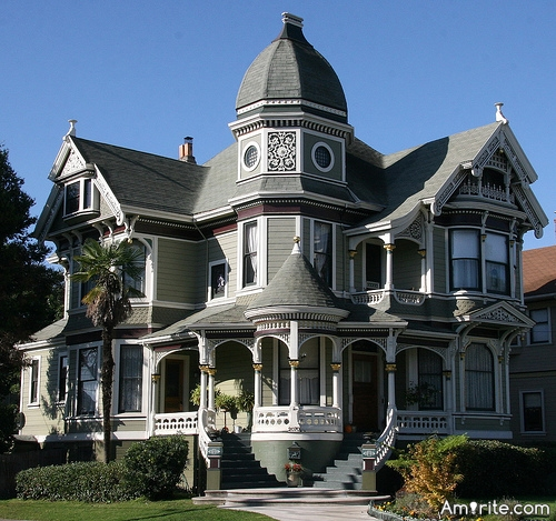 Victorian-style homes are beautiful! <strong>Amirite?</strong>