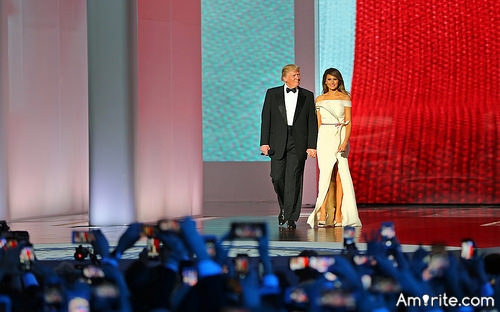 <b>Prediction: Trump will divorce Melania while he is in &#34;power&#34;.</b> <em>How will America feel about that...?</em>