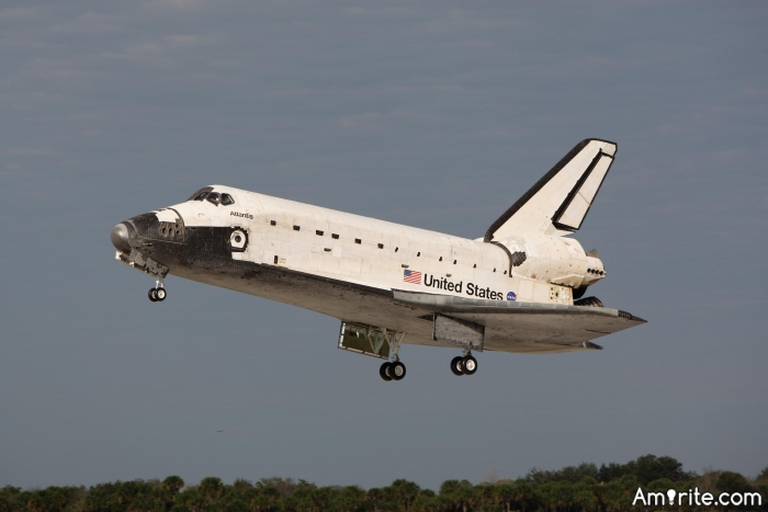 Parking a space shuttle is harder than finding true love on the Hinternet.