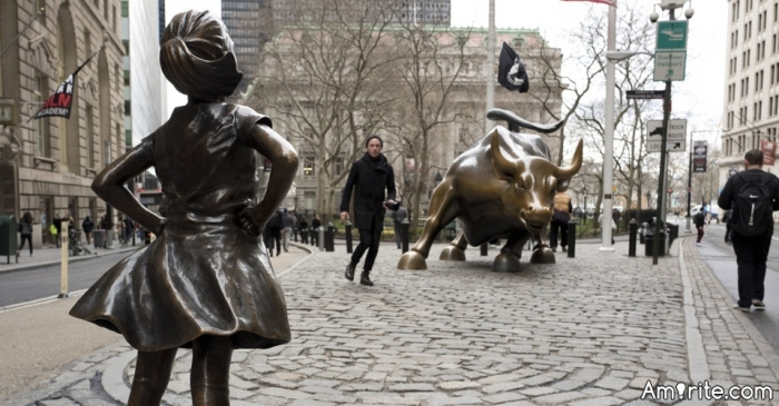 Person who illegally erected the Wall Street Bull wants the fearless girl statue away from his creation. Oh the irony