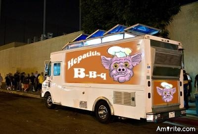 😏 Food trucks are a good place to eat if you want salmonella poisoning. <em>amirite?</em>  😏