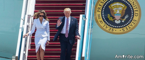 <b>Even Melania hates Donald.</b> <em>She contemptuously flicks his hand away when he tries to hold it.</em>