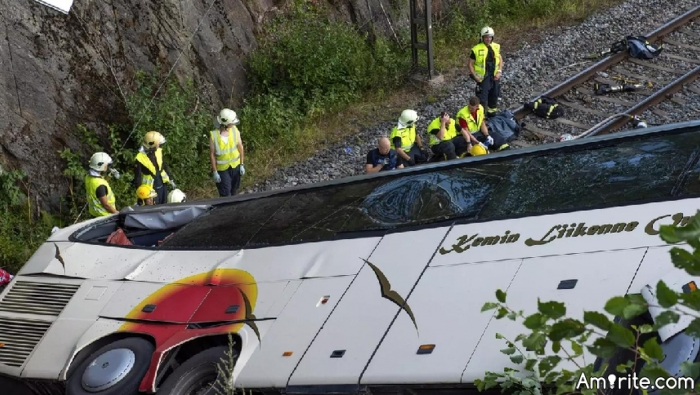 It's not the great train heist. It's just the great bus crash, that my aunt didn't quite survive (killed on the spot). This should make certain people happy...